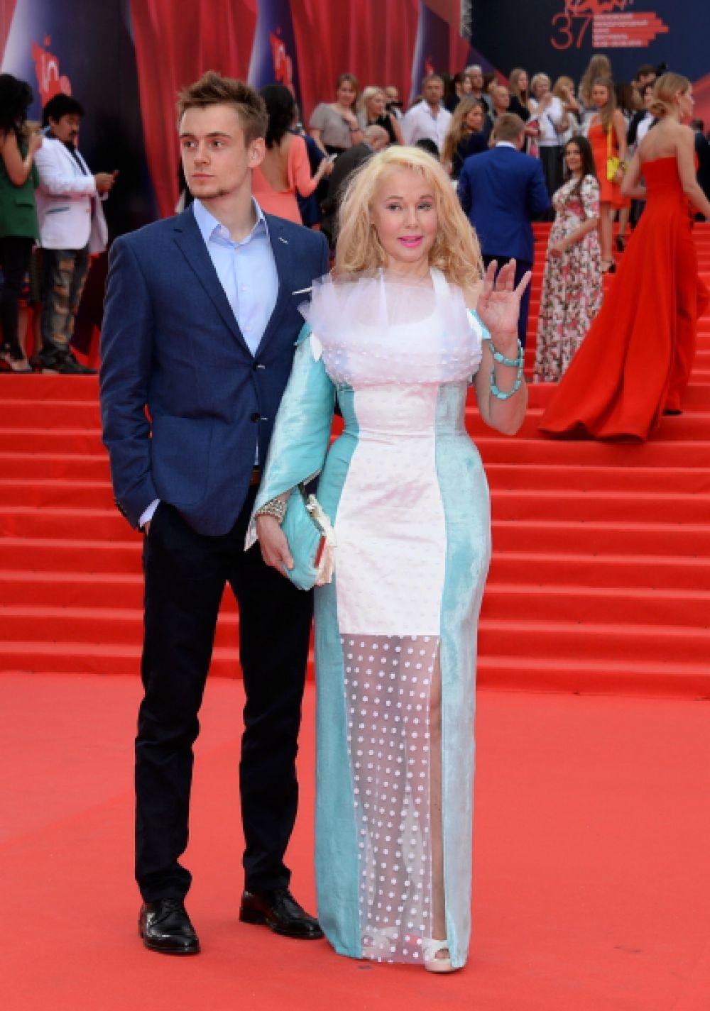 Актриса Елена Кондулайнен с сыном Александром.