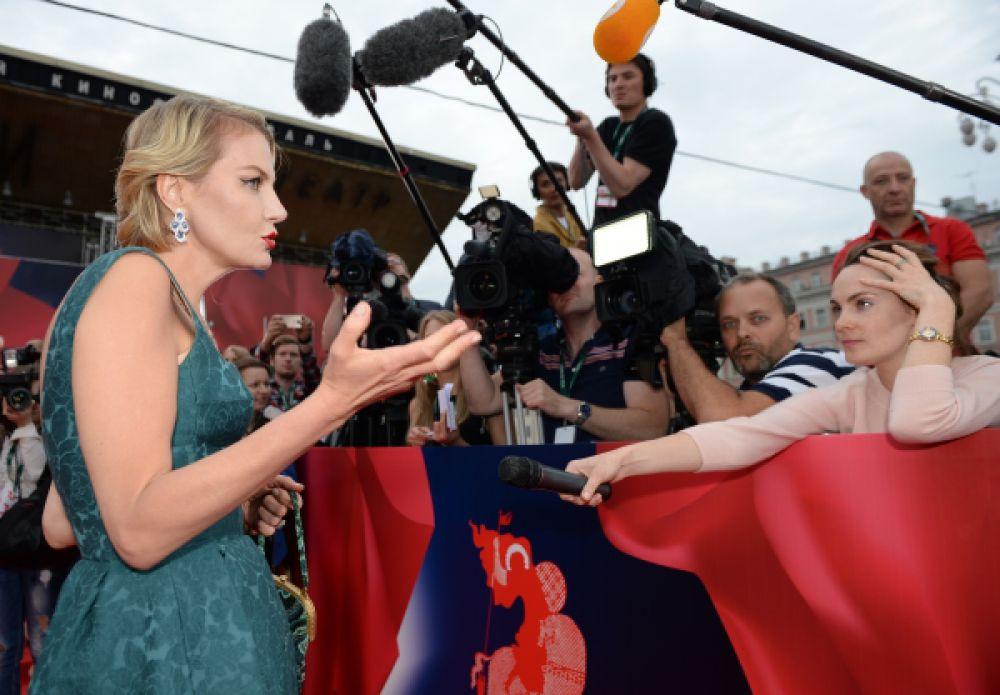 Актриса, режиссер и писатель Рената Литвинова.