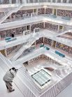 1-е место в номинации «Архитектура» получи Кристиан Франк из Германии. На фото запечатлена центральная библиотека Штутгарта. Кристиан рассказывает, что в этом здании всегда можно увидеть фотографов, пытающихся поймать красивый свет, проходящий сквозь книжные полки. «И в один вечер мне удалось свести воедино свет, внутреннюю архитектуру и композицию», — констатирует он.
