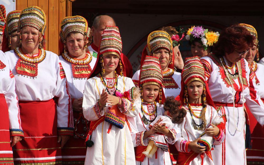 Национальные костюмы мордвы отличаются яркостью и красотой