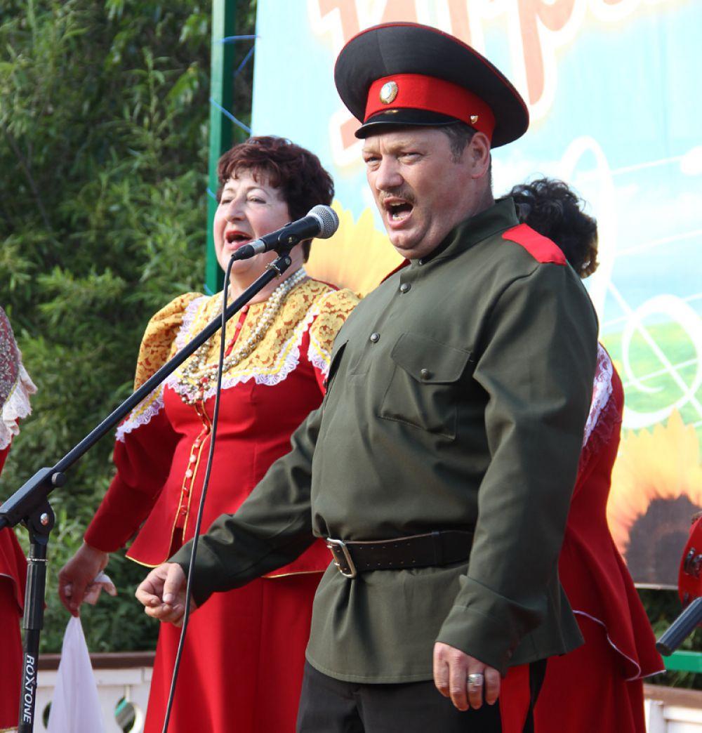 Песнями народ порадовало мордовское казачество