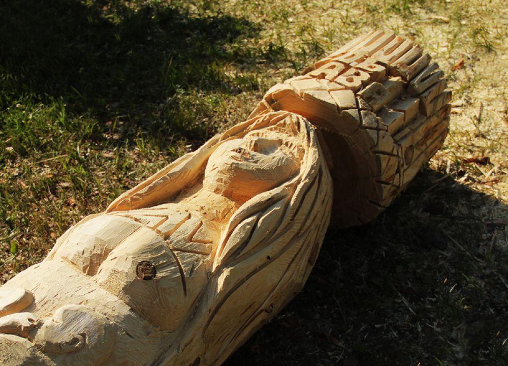 Скоро такие деревянные скульптуры украсяь Кивать