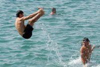 Дети купались без присмотра взрослых.