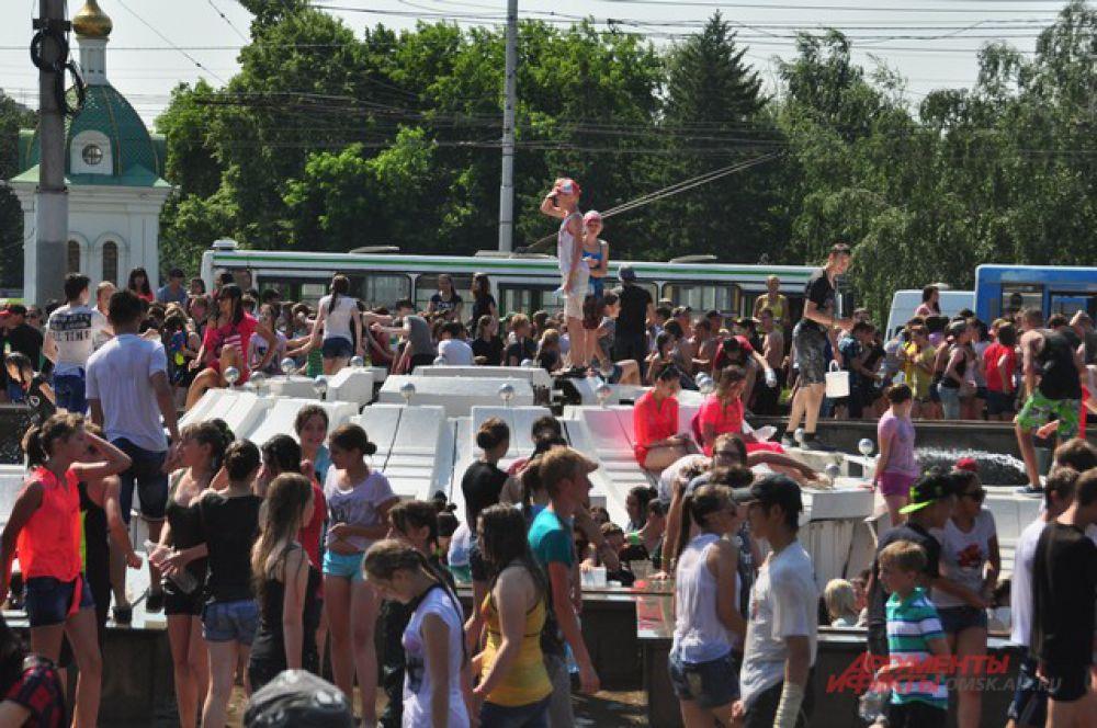 В Омске прошёл флешмоб «Обливашки».
