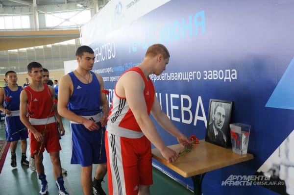В Омске состоялся турнир по боксу памяти Александра Малунцева.