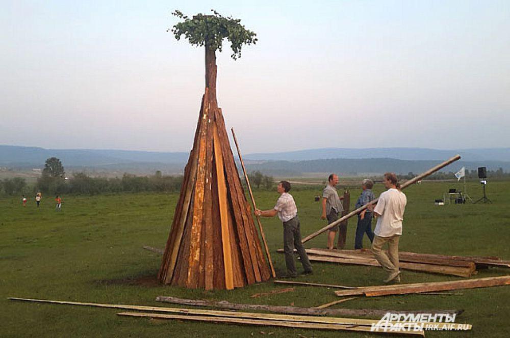 Как говорит Олег Рудаков, председатель товарищества и бессменный ведущий мероприятия, в 1996-м году его проведение было для иркутян в диковинку, а сейчас уже даже его клоны появились.