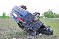 Угонщик не справился с управлением и автомобиль перевернулся.