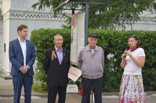 Главный редактор газеты «Аргументы и Факты в Восточной Сибири» представила собравшимся почетных гостей.