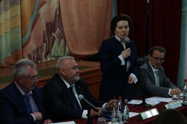 Наталья Комарова во время встречи с жителями Горноправдинска.