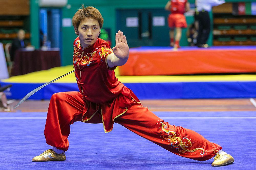 Ушу – это общее название для всех боевых искусств, существующих в Китае. Существуют сотни стилей ушу. Но к спортивным относятся виды, в которых соперники соревнуются как в спарринге, так и в показательных выступлениях.