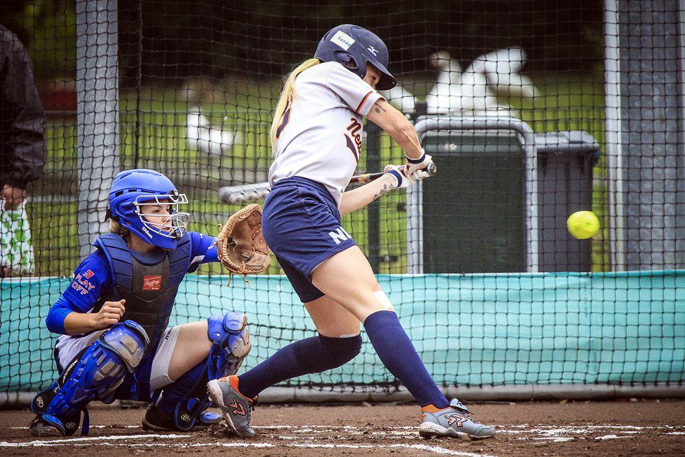 Софтбол — командная игра, аналог бейсбола. Мяч для софтбола напоминает по размерам грейпфрут, он более мягкий, чем бейсбольный мяч, и имеет более низкую скорость в полёте. В софтбол играют как мужчины, так и женщины. Существуют несколько разновидностей игры: «Фаст-питч» — «Быстрая подача», «Слоу-питч» — «Медленная подача», «Модифай-питч» — «Средняя подача». Олимпийской дисциплиной с 1996 года по 2008 год была игра «фаст-питч» среди женских команд.