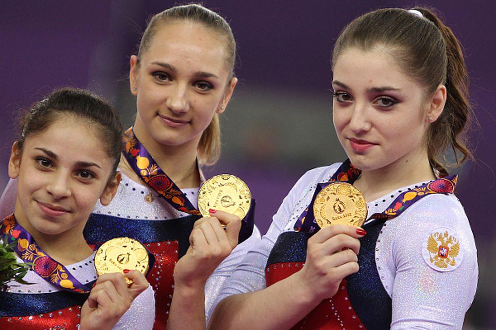 Седа Тутхалян, Виктория Комова и Алия Мустафина выиграли командное золото в соревнованиях по спортивной гимнастике.