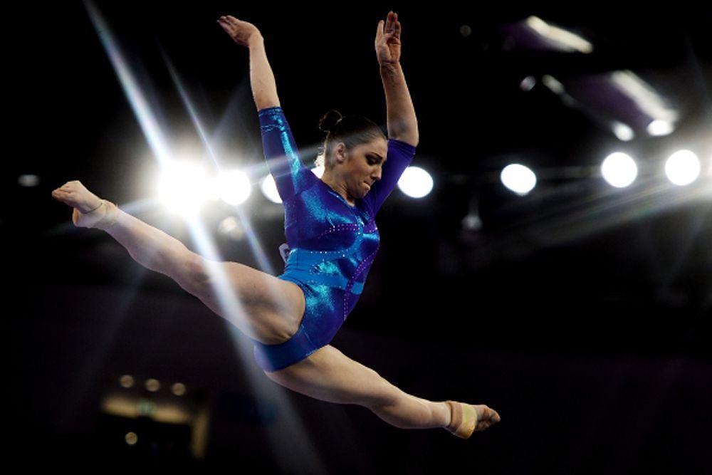 Алия Мустафина — выиграла три «золота» и «серебро». Награды высшей пробы она завоевала в личном многоборье, в упражнениях на брусьях и в командных соревнованиях. А вот в вольных упражнениях Алия пропустила вперед швейцарку Джулию Штайнгрубер.
