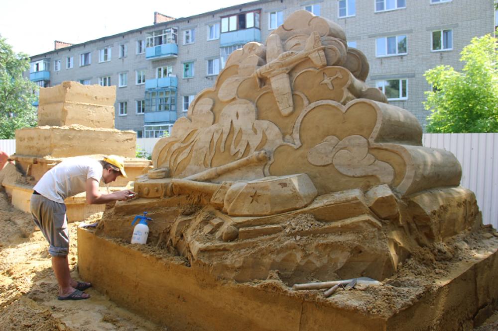 Скульптор-баталист за работой