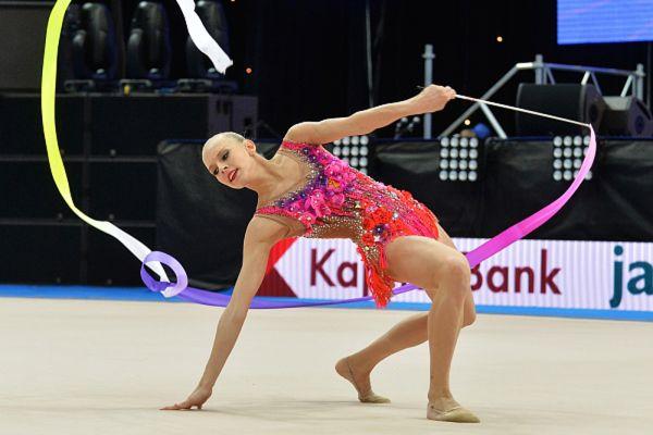 Российская гимнастка-художница Яна Кудрявцева за один день выиграла три золотые медали на Первых европейских играх в Баку. И стала четырехкратной чемпионкой этих соревнований, установив новый рекорд.