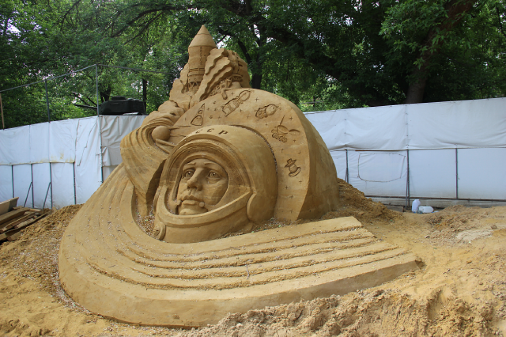 Даже в песочной скульптуре главное - портретное сходство