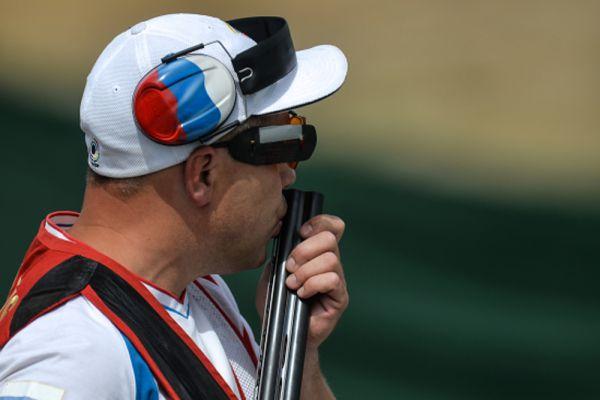 Алексей Алипов выиграл золото в соревнованиях по стендовой стрельбе в упражнении трап на Европейских играх в Баку и завоевал олимпийскую лицензию на Игры-2016 в Рио-де-Жанейро.