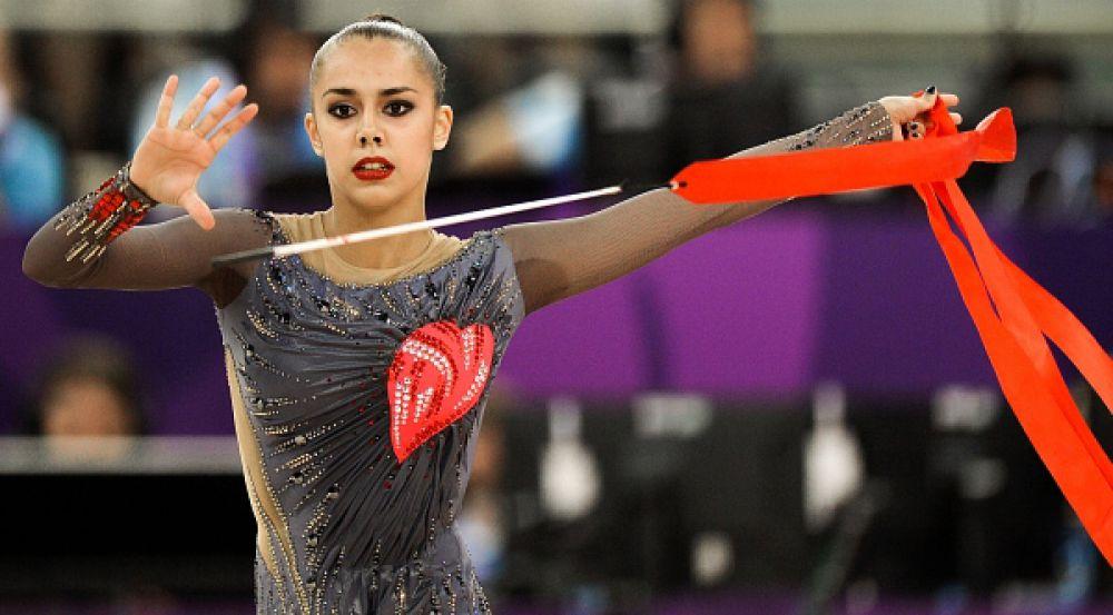 Маргарита Мамун завоевала золотую медаль в упражнениях с обручем. Кроме того, россиянкам еще предстоит финал в групповом многоборье, где у Маргариты есть все шансы завоевать второе золото.