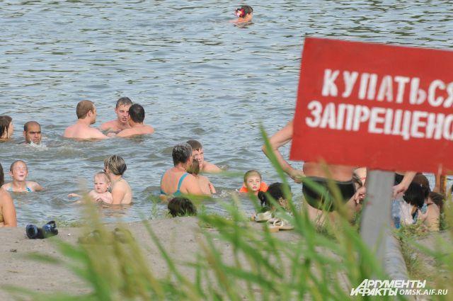 Мальчики купались без присмотра взрослых.
