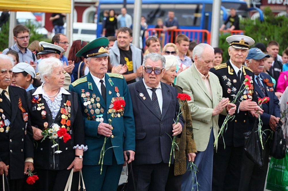 Центральная площадь объединила сотни горожан.