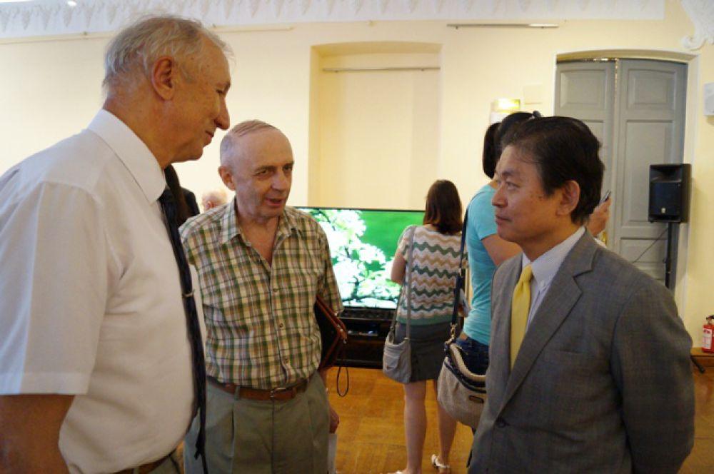 Генконсул Японии в Хабаровске отлично знает русский, и общается без переводчика