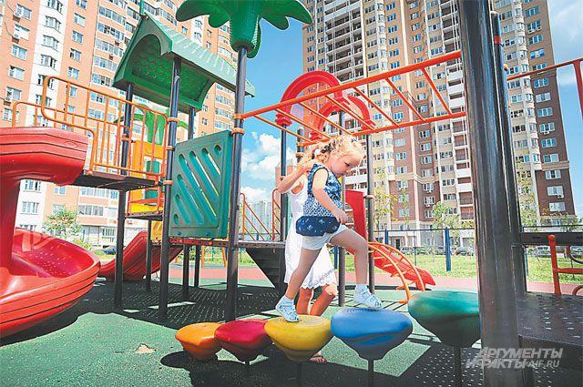 Алексей построит площадку для всех детишек в округе.