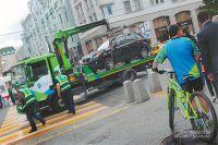 Теперь автомобили эвакуируют только из-под тех запрещающих знаков, где стоит табличка «Работает эвакуатор».