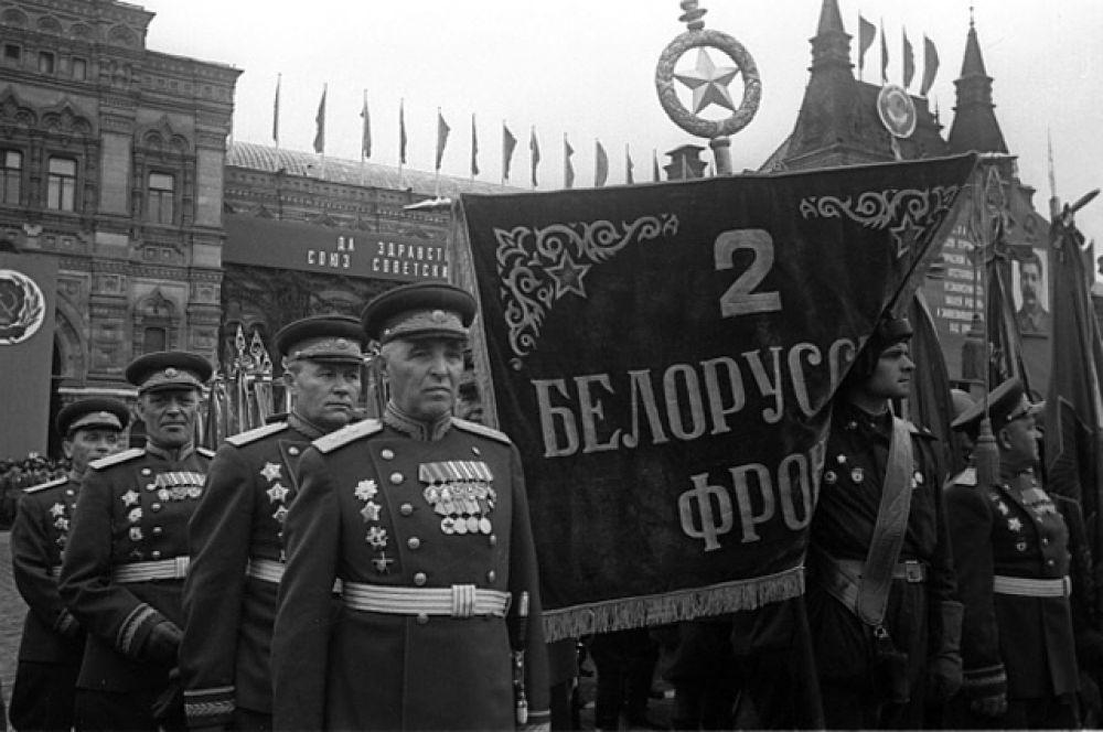 Воины 2 Белорусского фронта на Параде Победы.