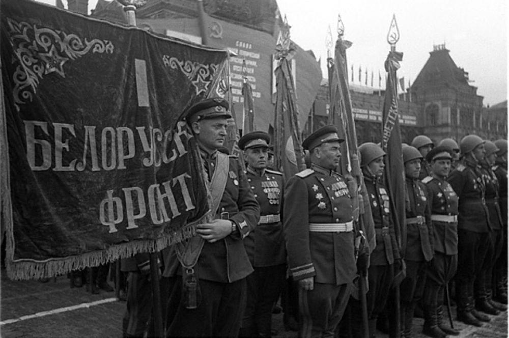 Воины 1 Белорусского фронта на Параде Победы.
