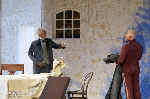 «Героям пьесы хочется подражать, у каждого из них следует научиться быть настоящим человеком», – считает режиссер постановки.