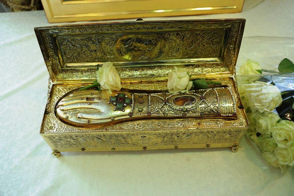 Так выглядит ковчег с мощами, доставленный в Россию из Греции.
