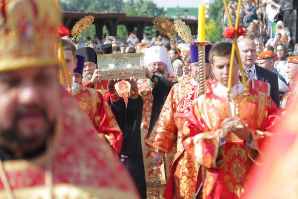 В Храме-на-Крови Екатеринбурга святыня пребывала до 22 июня. 23 июня она посетила Нижний Тагил. Сегодня, 24 июня, святыня пребывает в Каменске-Уральском, а 25 июня побывает в поселке Мариинск.