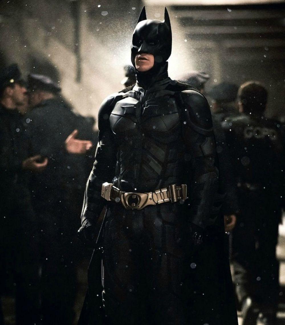 На четвертом - Бэтмен, супергерой американских комиксов и их многочисленных экранизаций.
