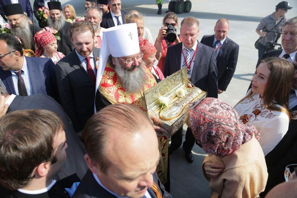 Среди встречающих мощи святого Георгия Победоносца была и актриса шоу «Уральские пельмени» Юлия Михалкова.