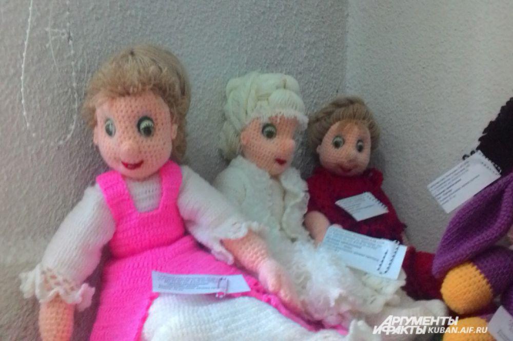 Кто-то уже и забыл, как вязать, а кто-то способен связать вот таких кукол.