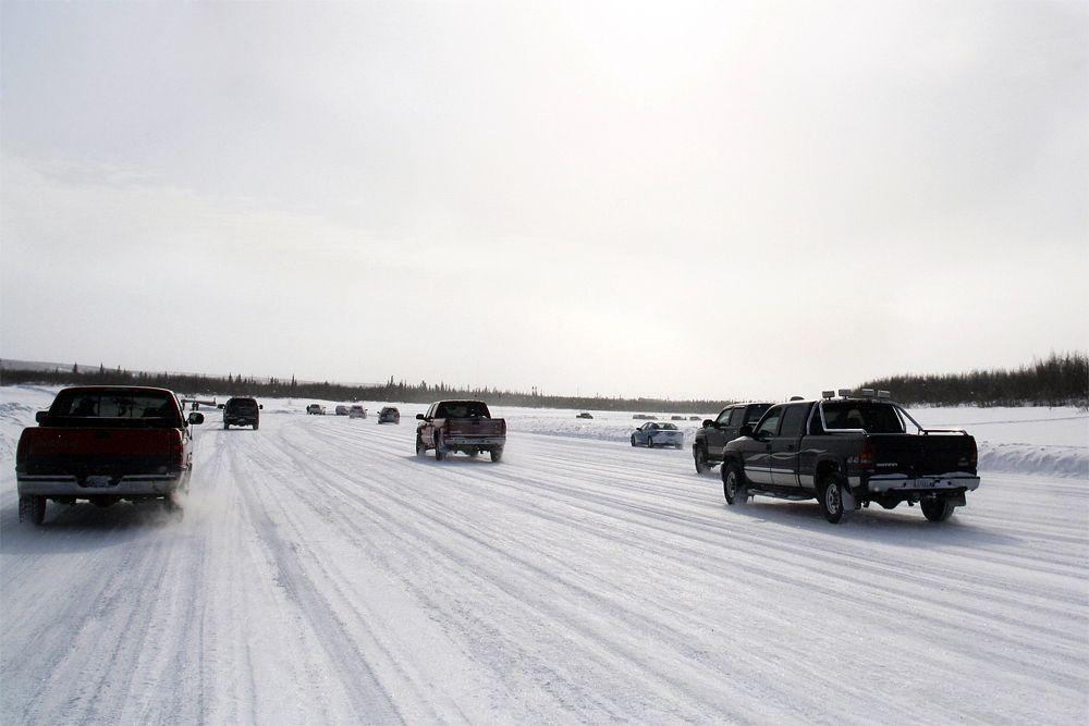 Жители канадского города Инувик и деревни Туктояк уже привыкли к тому, что дорожное сообщение между этими  населенными пунктами есть только в холодное время года. Зимой река Маккензи замерзает и превращается в дорогу Tuktoyaktuk, которую называют самой ледяной в мире: толщина льда на ней достигает полутора-двух метров. Деревня Туктояк считается самым северным населенным пунктом Канады, расположенным за Полярным кругом.