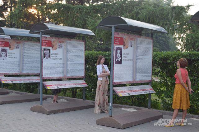 Выставка работает в аллее по дороге к Вечному огню (Нижняя набережная) круглосуточно.