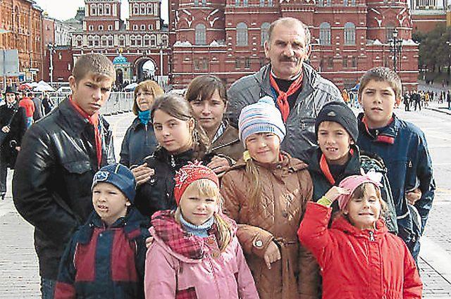 «Наравне с матерью отец должен быть вовлечён в жизнь ребёнка с первых дней его жизни», - считает многодетный отец Эдуард Косиковский.