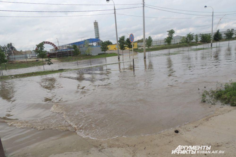 Почти морские волны в спальном районе Краснодара.