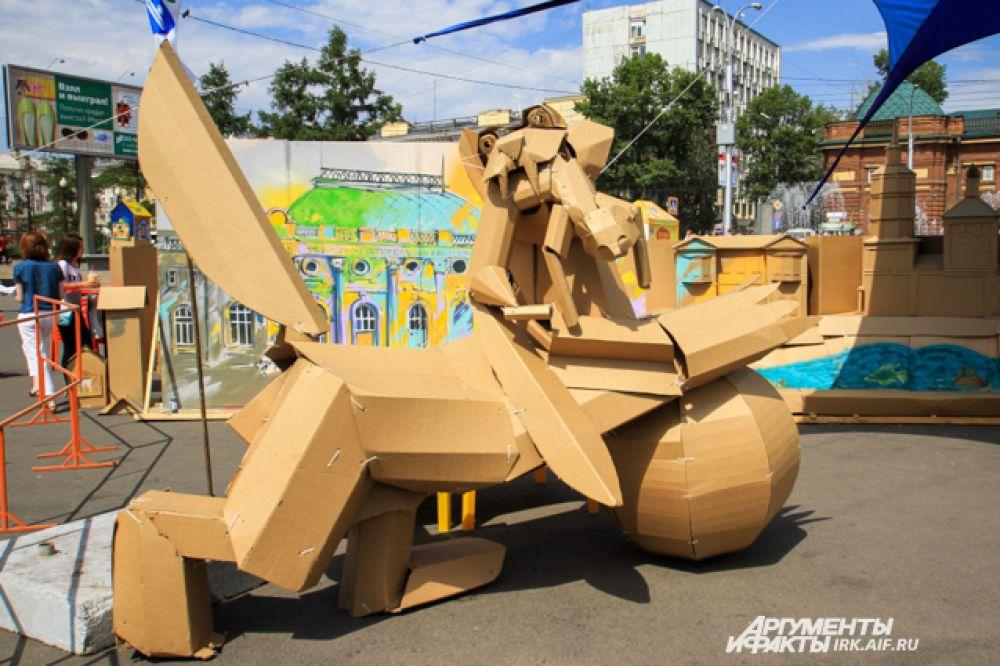 Как и в прошлом году, художники собрали из картона символ Иркутска - бабра.