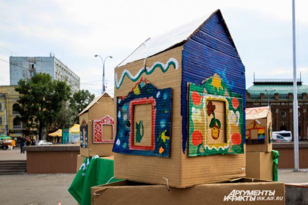 А такие картонные скульптуры создали дети во время мастер-классов.
