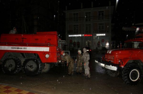 Спасатели и ремонтные службы этой ночью не спали.