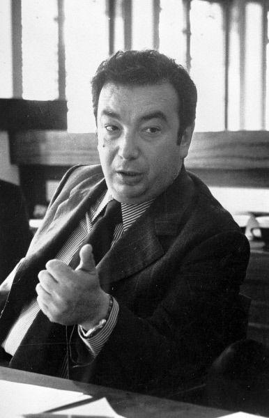 В 1953 году Евгений Примаков окончил арабское отделение Московского института востоковедения по специальности «страновед по арабским странам», а в 1956-м – аспирантуру экономического факультета МГУ.