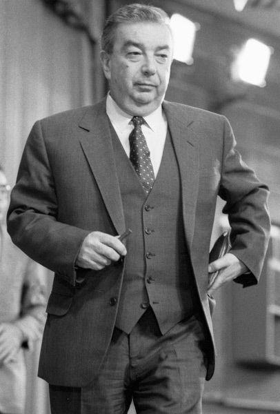 В феврале 1988 года был избран депутатом Верховного Совета СССР. В 1989—1991 годах — народный депутат СССР. В 1989—1990 годах — председатель Совета Союза Верховного Совета СССР. В 1990—1991 годах — член Президентского Совета СССР. Входил в ближайшее окружение М. С. Горбачёва. С марта 1991 — членСовета безопасности СССР. 21 августа 1991 года летал к Горбачёву в Форос в составе делегации, которую возглавлял вице-президент РСФСР Александр Руцкой.