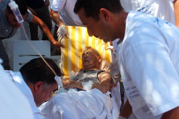 Пострадавшие доставляются в две больницы Сусса. Медики говорят о том, что число погибших скорее всего, увеличится.