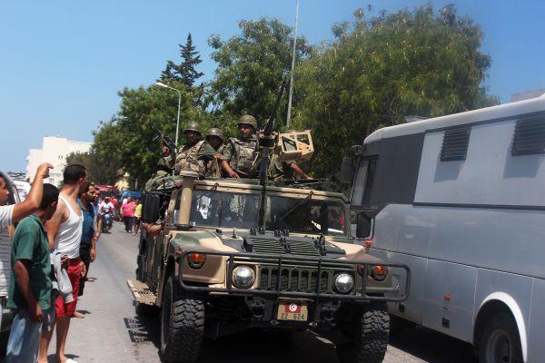 Первые сообщения о стрельбе у отеля появились около трех часов дня по московскому времени, в Тунисе было около часа дня. С тех пор практически каждые десять минут поступали новые данные о погибших.