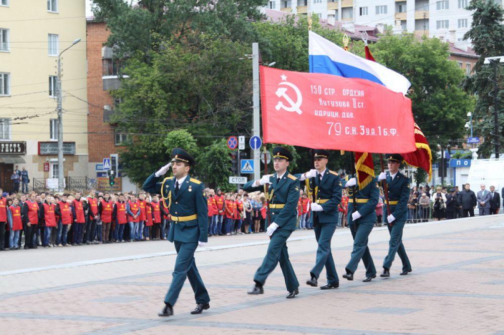 На площади Партизан после завершения шествия состоялся митинг и открытие музея истории партизанского движения на Брянщине под открытым небом.
