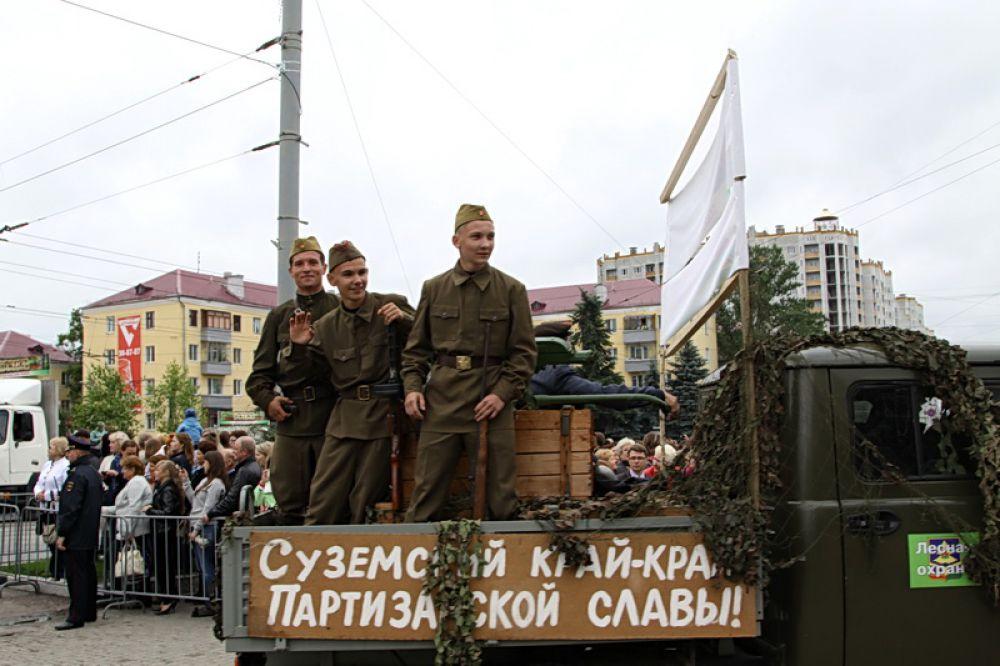 Колонна «Обоза» была проехала от Кургана Бессмертия к Площади Партизан.