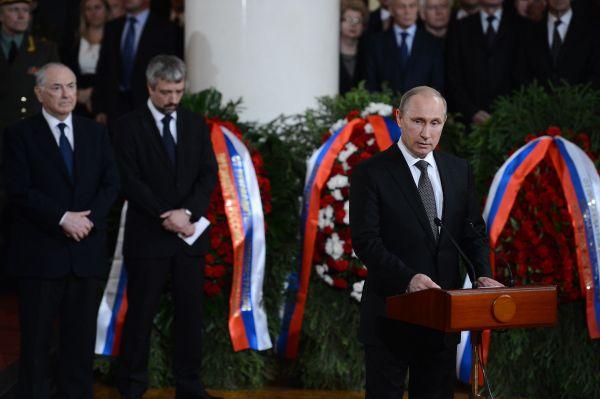 Президент России Владимир Путин на церемонии прощания с Евгением Примаковым.