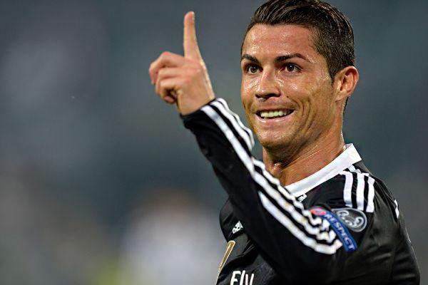 Криштиану Роналду – десятый. Его доход: $79,5 млн. Мадридский «Реал» своей главной звезде платит более $50 млн в год, остальное приносят спонсоры и собственная линия одежды CR7.
